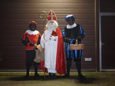 De Sint op bezoek bij de jonge gezinnen